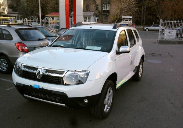 renault duster белый лед